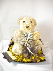 Bandeja con osito,bombones y chocolates