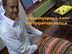Quiropractico Mark Barry con paciente