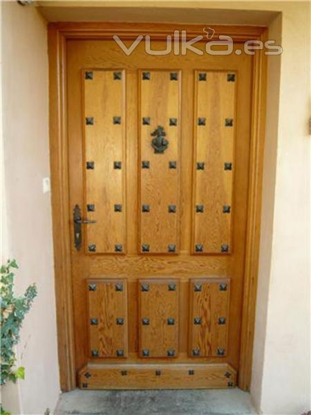 Foto puerta de entrada castellana de pino oreg n for Puerta castellana pino