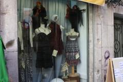 Mi mini aparador.......esta ropa ya esta vendido tengo de poner uno  foto mas reciente.....