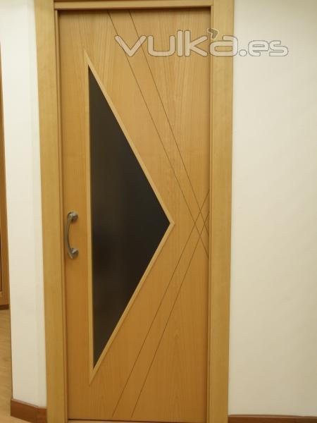 Foto puerta dise o cristal madera haya vapor - Disenos de puertas metalicas ...