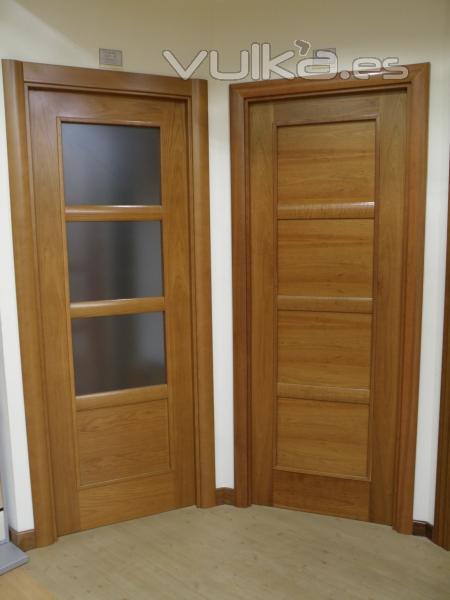 Foto puertas dise o con moldura madera cerezo - Molduras de puertas ...