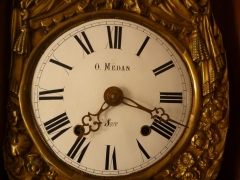 Reloj franc�s de pie en caja policrmada, circa 1825.