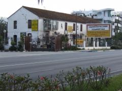Vista de la fachada principal de El Rastro de R�o Verde
