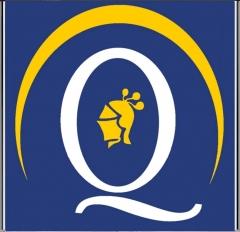 Quirino & brokers - logo plano blanco, amarillo y fondo azul con cerco