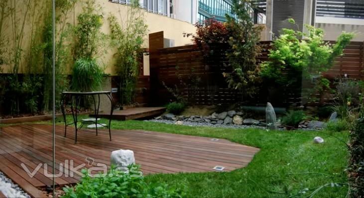 Foto dise o de jardin en vivienda en barcelona for Diseno de jardines barcelona