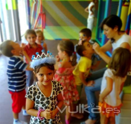 juegos infantiles ludoteca parque infantil mallorca LA FABRICA DE CHOCOLATE niña