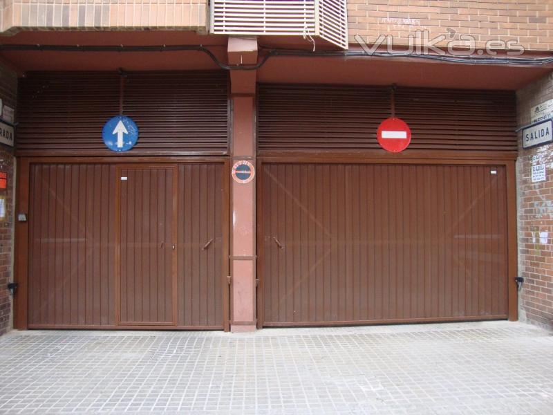 Puertas cocheras puertas cocheras puerta de cochera for Puertas de madera para garage