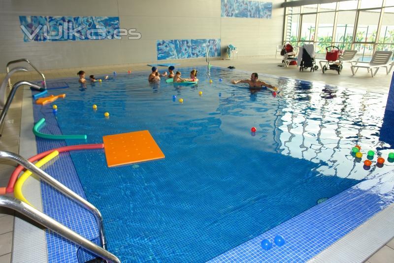 Camping almafra resort gran confort benidorm for Hoteles en granada con piscina climatizada