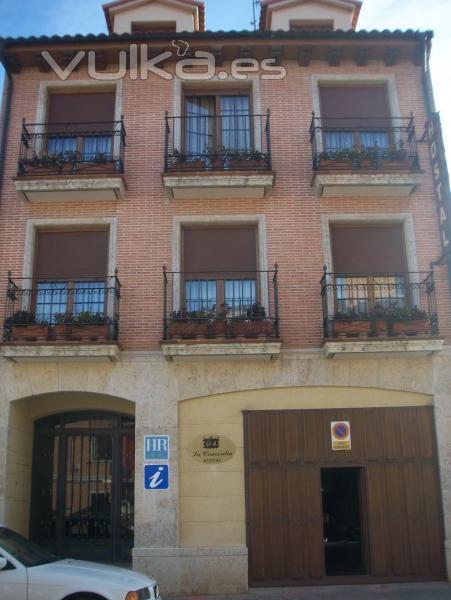 Foto fachada principal de hotel realizado con ladrillo rustico y piedra de palencia - Fachadas ladrillo rustico ...