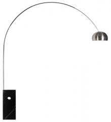 Lámpara de pié mod. arc new, cromada, tubo cuadrado, base mármol negra.