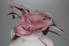 Tocado de rafia y plumas color lila por 6,25eur