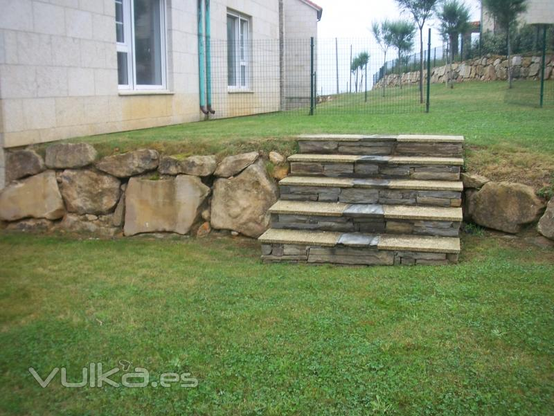 Foto escalera de jardin hecha de granito losa y taco gallego for Escalera de bloque de jardin