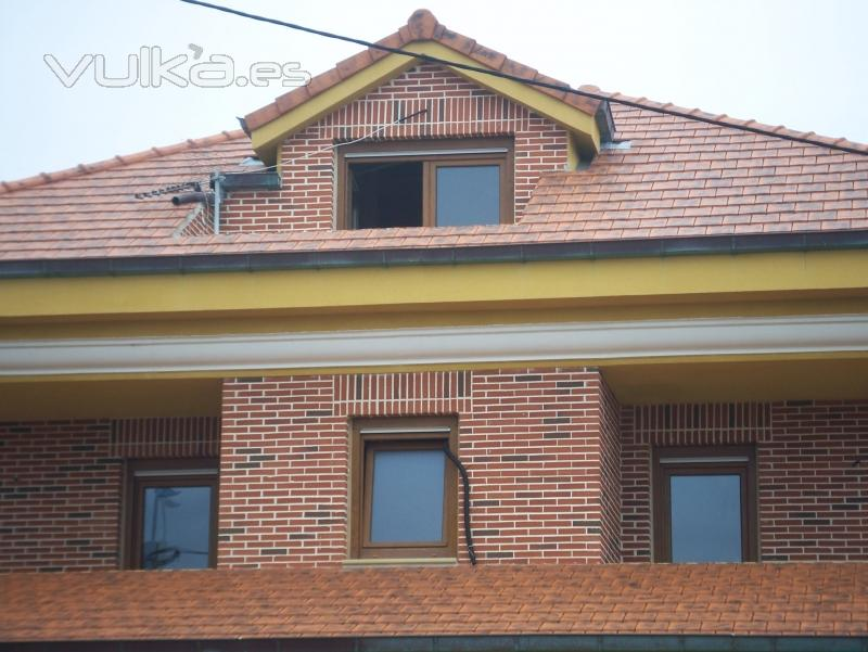 Foto fachada de ladrillo caravista y tejado de teja plana - Fachadas ladrillo rustico ...