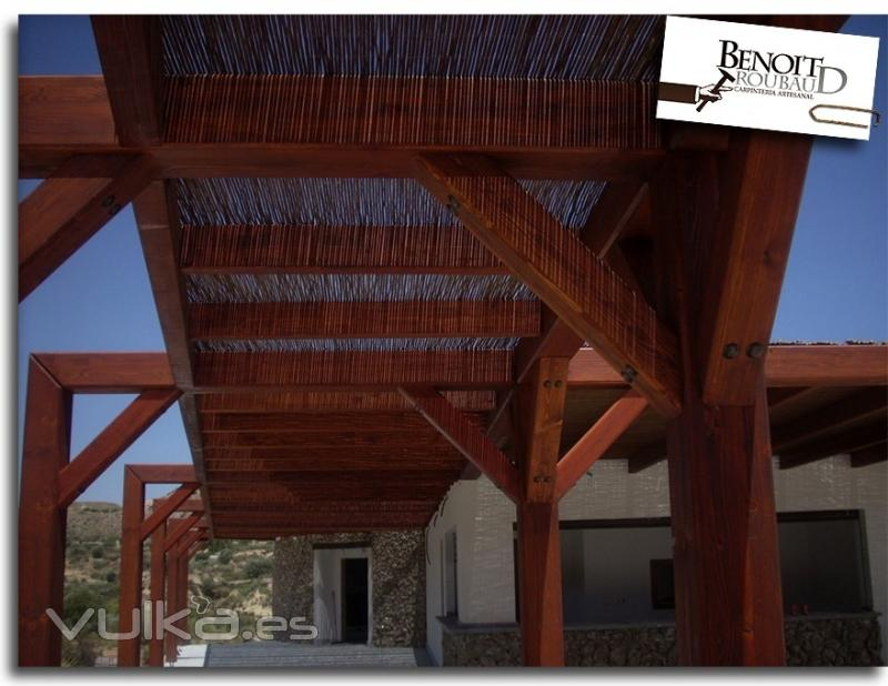 Foto pergola de madera restaurante for Restaurante madera