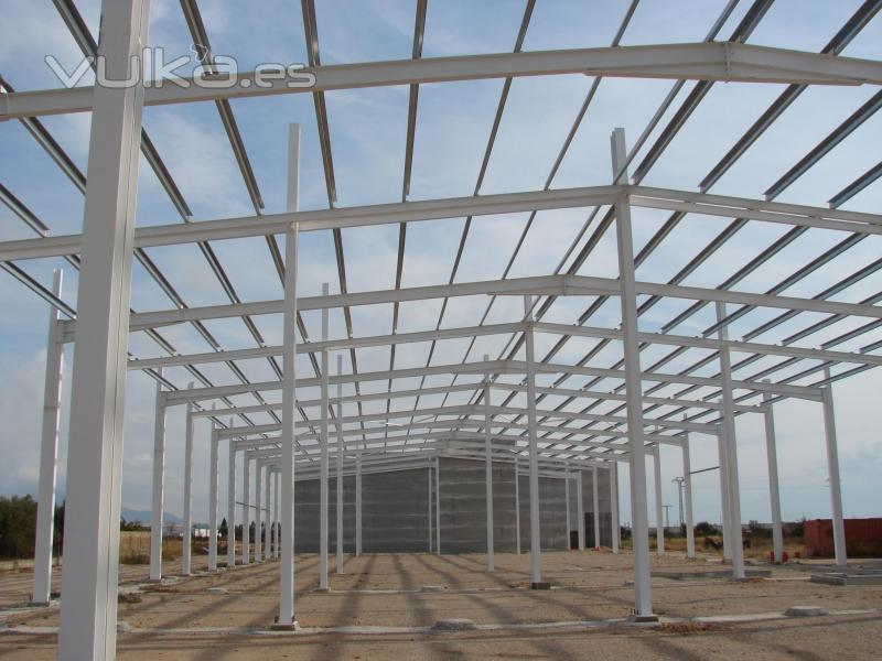 Foto estructura met lica para nave industrial en vinaroz castell n - Fotos de estructuras metalicas ...