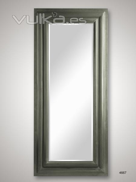 Foto espejo de pared rectangular con marco de madera en for Espejo rectangular con marco de madera