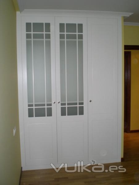 Foto armario modelo turin con puertas lacadas y cristal - Puertas de cristal para armarios ...