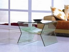 Mesa baja 067b, cuadrada, cristal curvado.