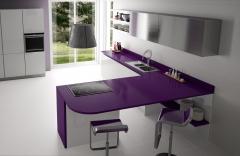 Cocina con encimera de cuarzo, modelo lila