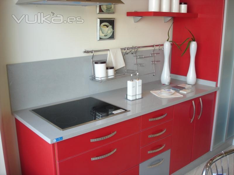 Compac the surfaces company for Encimeras de cocina de cuarzo