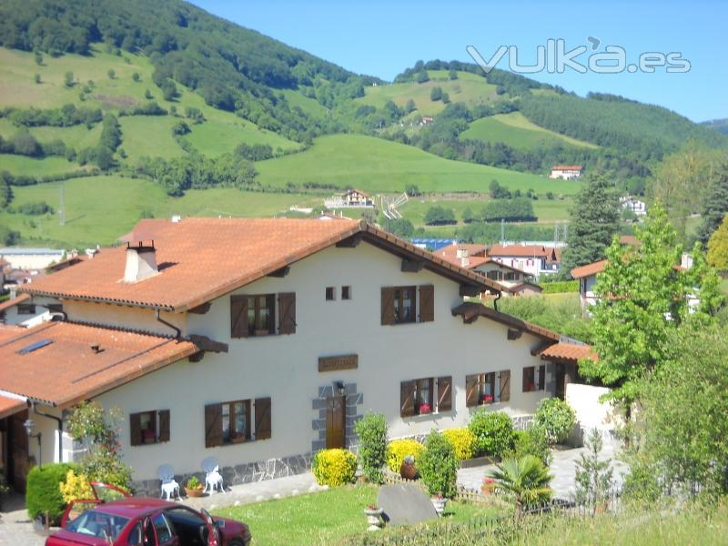Foto fachada de la casa rural lizartzanea - Casa rural lekunberri ...