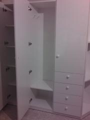 Mueble baño en melamina blanca vista interior a medida