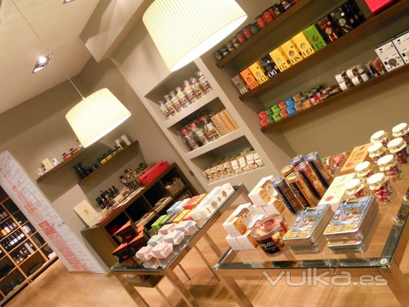Imagen del interior de la tienda con los distintos productos que ofrecemos en nuestra página web.