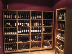 Gran variedad de vinos de distintas denominaciones de origen.