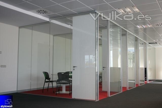 Stylewall mamparas de oficinas divisorias desmontables for Mamparas oficina