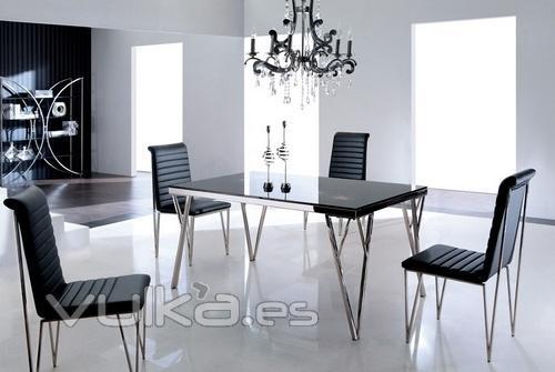 Foto mesa renata de comedor dise o cristales negros for Disenos de mesas de vidrio para comedor