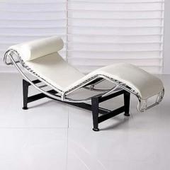 Chaise loungue mod. lecor, diseño, piel blanca.