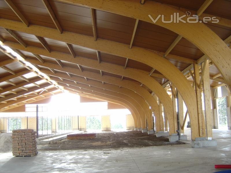 Foto nave con p rticos curvos en madera laminada - Estructura madera laminada ...