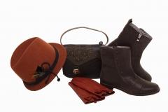 Look marr�n con bolso y botines marrones y sombrero y guantes anaranjados de salvador bachiller
