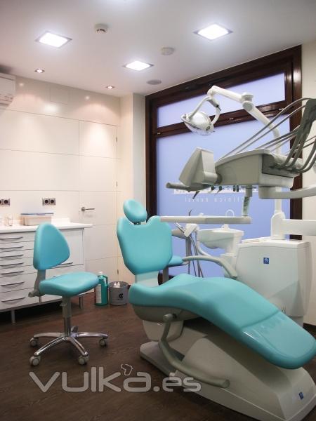 Foto gabinete en cl nica dental en llodio alava for Muebles llodio