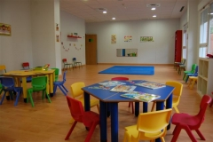 2 aulas de bebés, 2 aulas de 1 año y 1 aula de 2-3 años