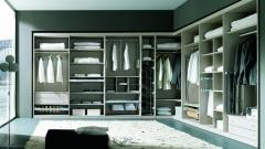Amplio vestidor de dormitorio