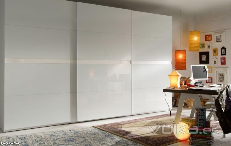 Foto habitacion con armario lacado en blanco - Armarios habitacion ...