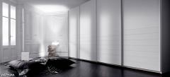Dormitorio con armario en blanco