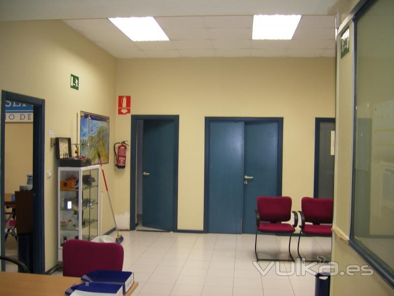 foto cambiar techos panelables en las oficinas de asepeyo