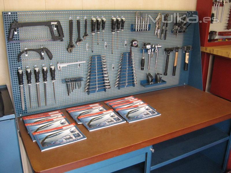 Aparador Pequeño Salon ~ Foto Banco de trabajo y Armario Herramientas