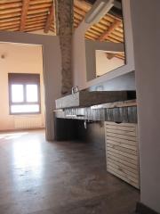 Raddi arquitectes reforma integral per a nou bany en antic corral, tarragona