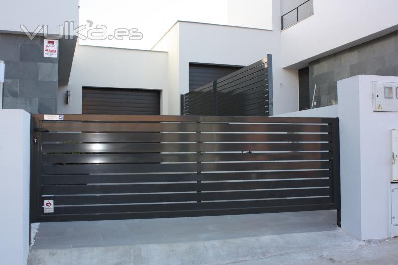 Imagenes trabajos en metal y en hierro puertas ventanas - Puertas de metal para casas ...