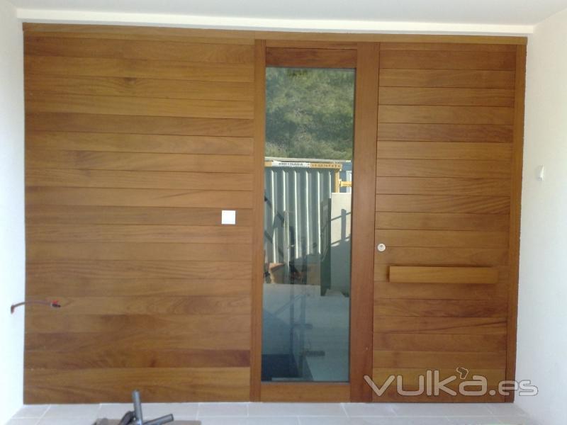 Foto puertas de entrada con un dise o personal for Diseno de puertas de entrada de madera