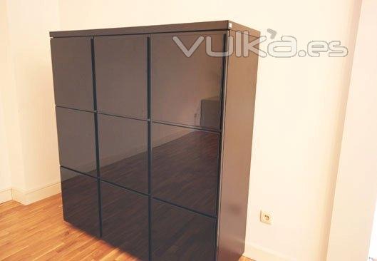 Foto mueble lacado negro alto brillo for Mueble salon lacado alto brillo