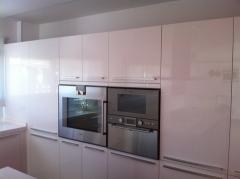 Puertas cocina lacado alto brillo blanco.