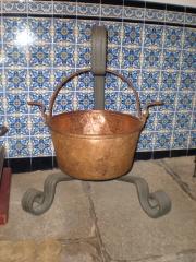 Trabajo de forja para colgar calderos de cobre.realizado completamene a mano con fragua de carb�n.