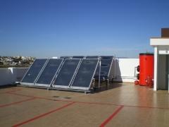 Edificio  con placas solares y  solariun independiente cada piso