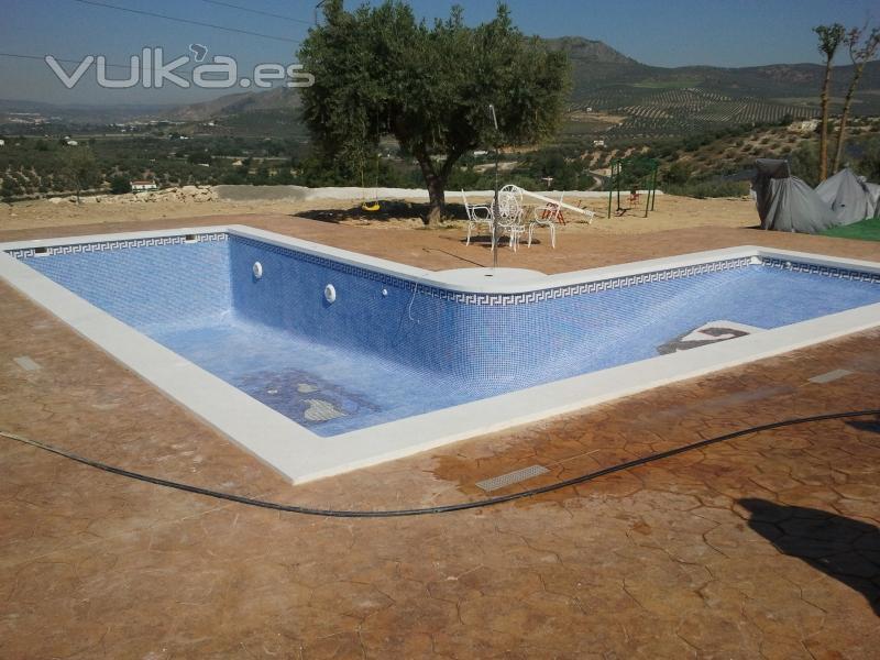 Foto piscina con rampa de entrada estilo playa - Piscina tipo playa ...