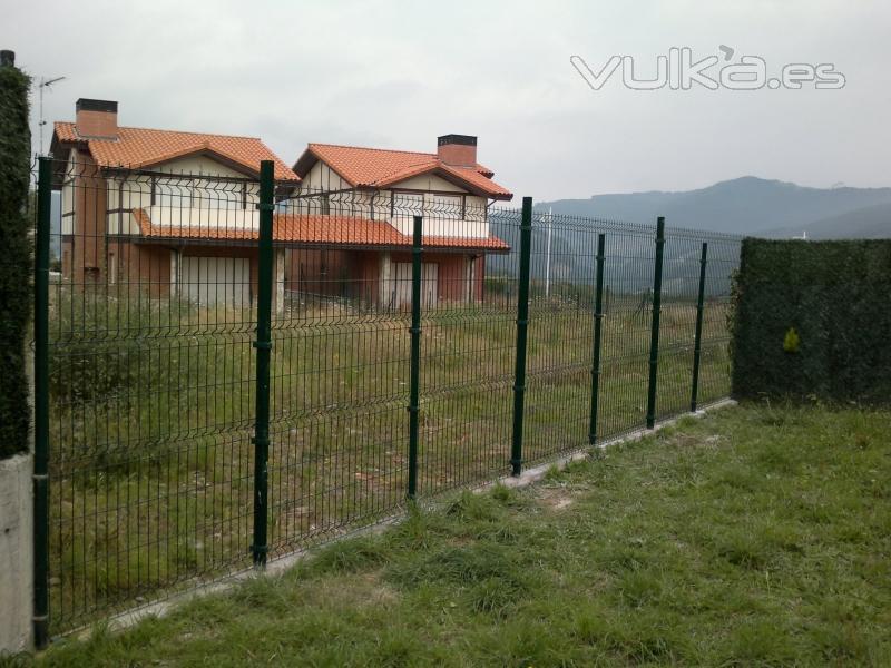 Foto valla met lica en cantabria for Valla metalica jardin